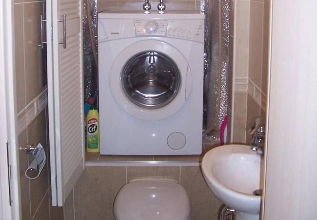 Описание: E:Текущие проектыСантехникаССЫЛКИСтиральная машина в ваннойstiralnay-mashina-nad-unitazom.jpg