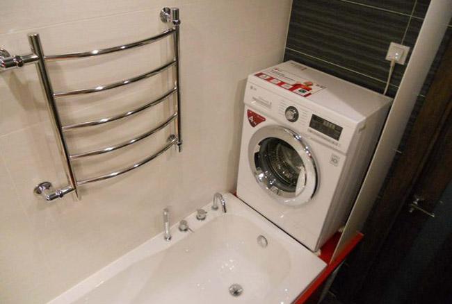 Описание: E:\Текущие проекты\Сантехника\ССЫЛКИ\Стиральная машина в ванной\stiralnay-mashina-nad-vannoi.jpg