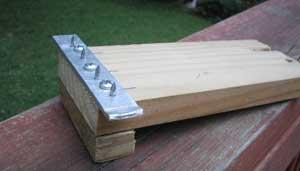 Для того чтобы натягивать ленты, вам придется использовать специальный инструмент, который можно сделать своими руками