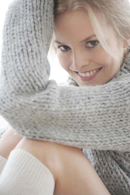 Если у вас центральное отопление, ставьте термостат на 18-20 градусов в отопительный сезон, и надевайте носки и свитер