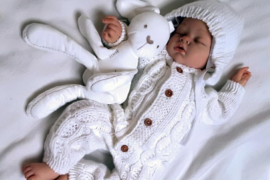 Как выбрать комбинезон для малыша - выбор по возрасту, материалу и сезону