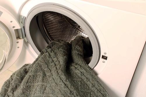 Как правильно стирать шерстяные изделия