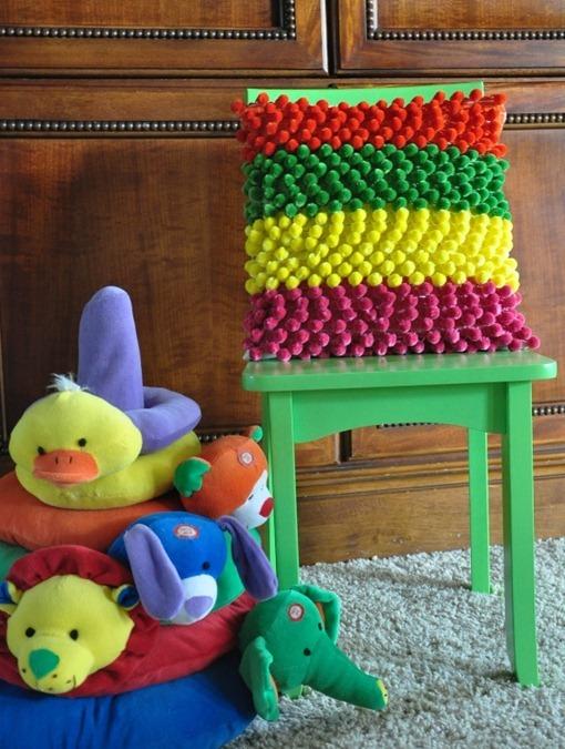 Как изготовить коврик из помпонов?