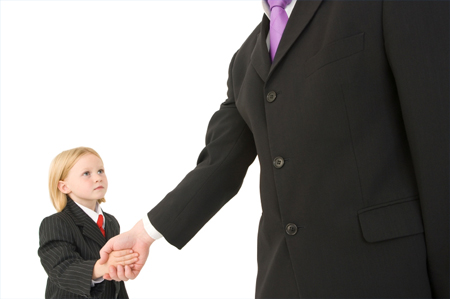 Рассматривайте прочие основы этикета с вашим ребенком
