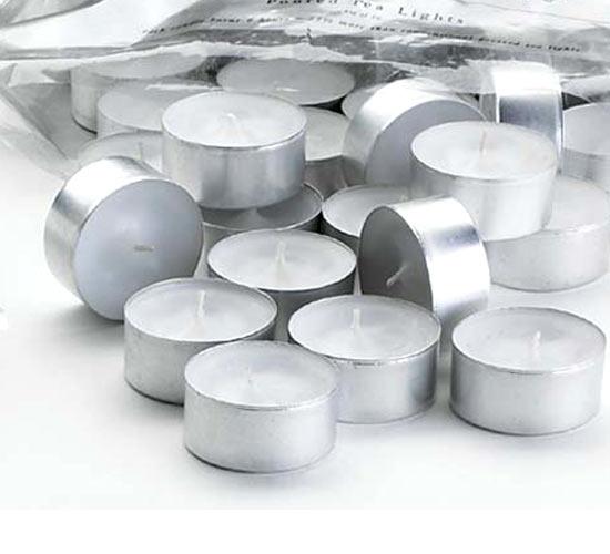 упаковка маленьких свечей в алюминиевых подставках