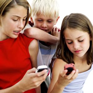 более 85% подростков регулярно используют один из способов отправки мгновенных сообщений