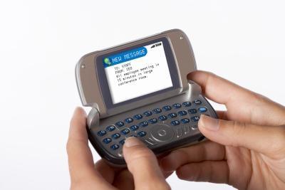 В современном мире текстовых сообщений люди имеют возможность в любое время отсылать короткие мгновенные сообщения