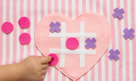 Как сделать романтический подарок в виде игры «крестики-нолики»?