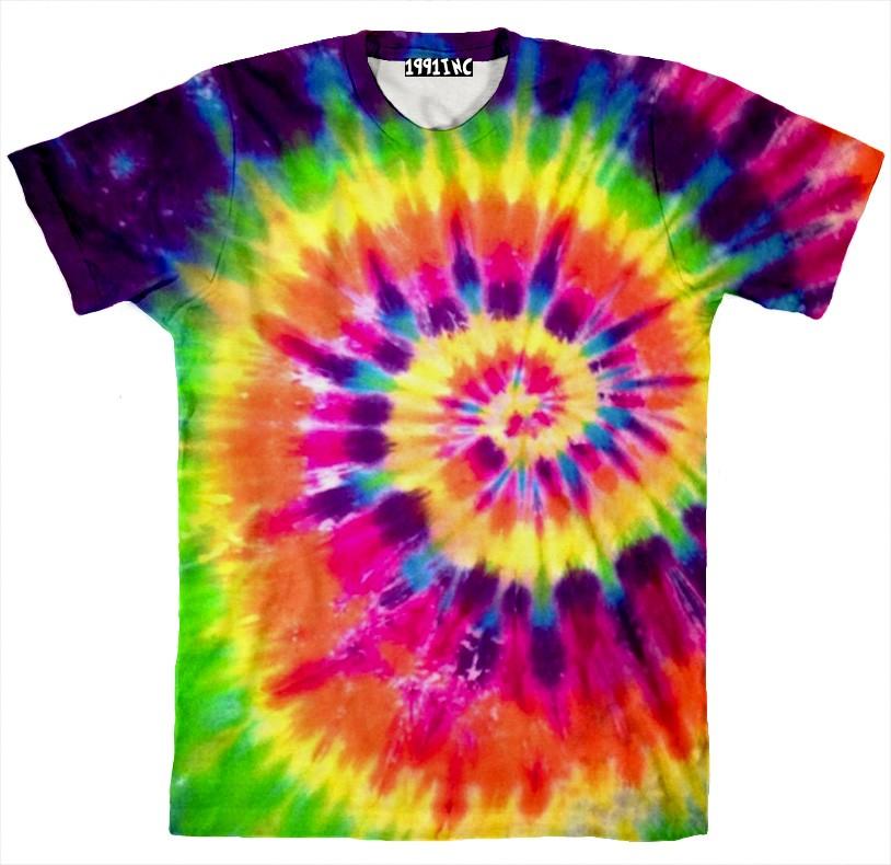 футболку в разноцветную психоделично-хипповую «варенку»