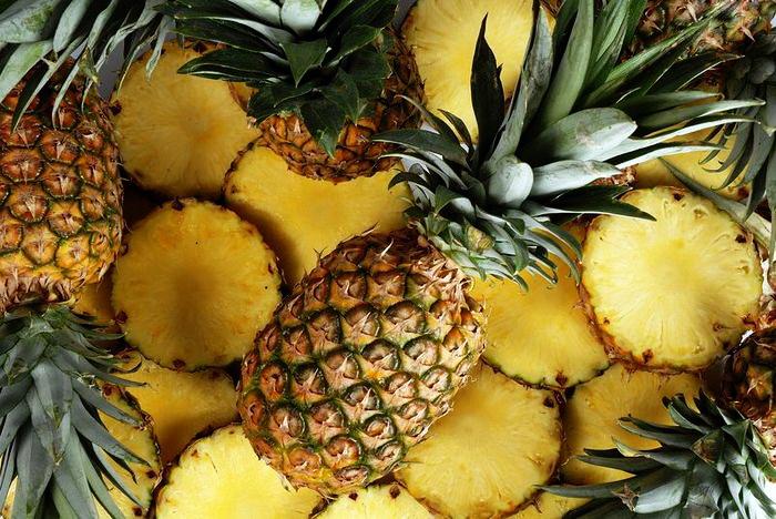 Как быстро и красиво нарезать свежий ананас
