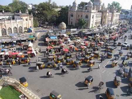 движение в Индии крайне необычно. Его практически можно рассматривать как самоуправление