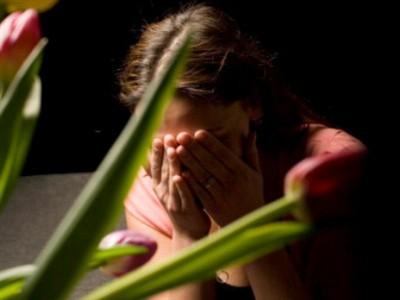 быстро выйдите из текущей ситуации и сдержите слезы только до того момента, пока не найдете достаточно уединенное место