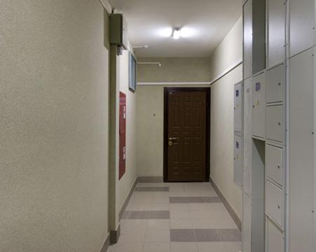 Очистите коридор/переднюю площадку перед домом от вещей
