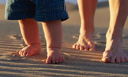 Подождите покупать ботиночки до того момента, пока ваш малыш действительно не начнет как следует ходить