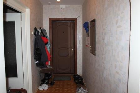 Из парадной в квартире/доме точно так же уберите все отдельно стоящие вещи, включая: пылесосы, обувь, валяющиеся на полу игрушки, коробки и проч.