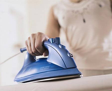 Как удалить с одежды пятно от воска