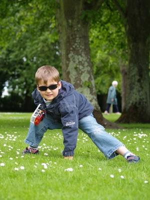 дети, много времени проводящие за играми вне помещения более подвижны, стройны и находятся в лучшей физической форме