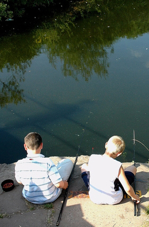 Сводите детей на рыбалку!