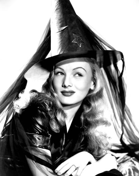 Для доброй ведьмы отлично подойдет легкий макияж и вышеописанные дополнения к нему