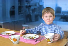 Как выбрать детскую посуду, подходящую малышу по возрасту