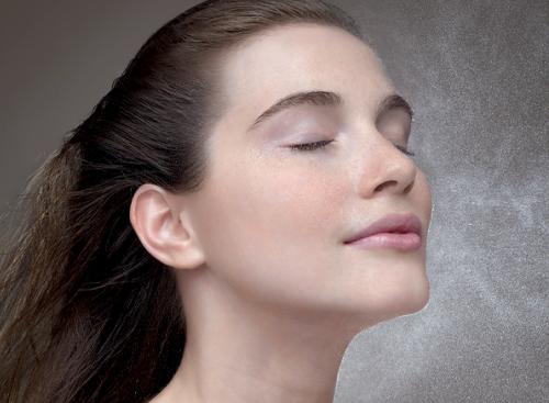Как самостоятельно сделать освежающую термальную воду для лица