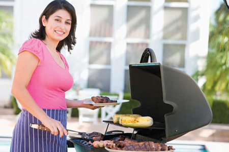 Вместо того чтобы сообщать своему мужчине: «Хотела приготовить тебе вчера любимое блюдо на ужин, но так замоталась», выделите время, приготовьте его сегодня, и уже без отговорок