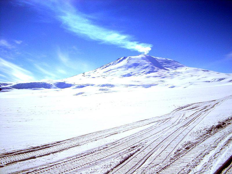 Эребус - действующий вулкан на Антарктиде