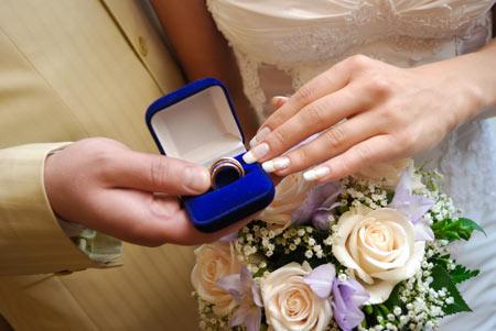До свадьбы почти 8 месяцев...не рано ли покупать платье???