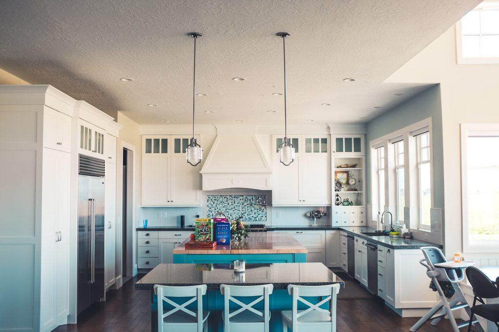 Как декорировать стены на кухне