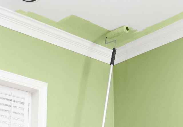 Как правильно покрасить гипсокартонные потолки