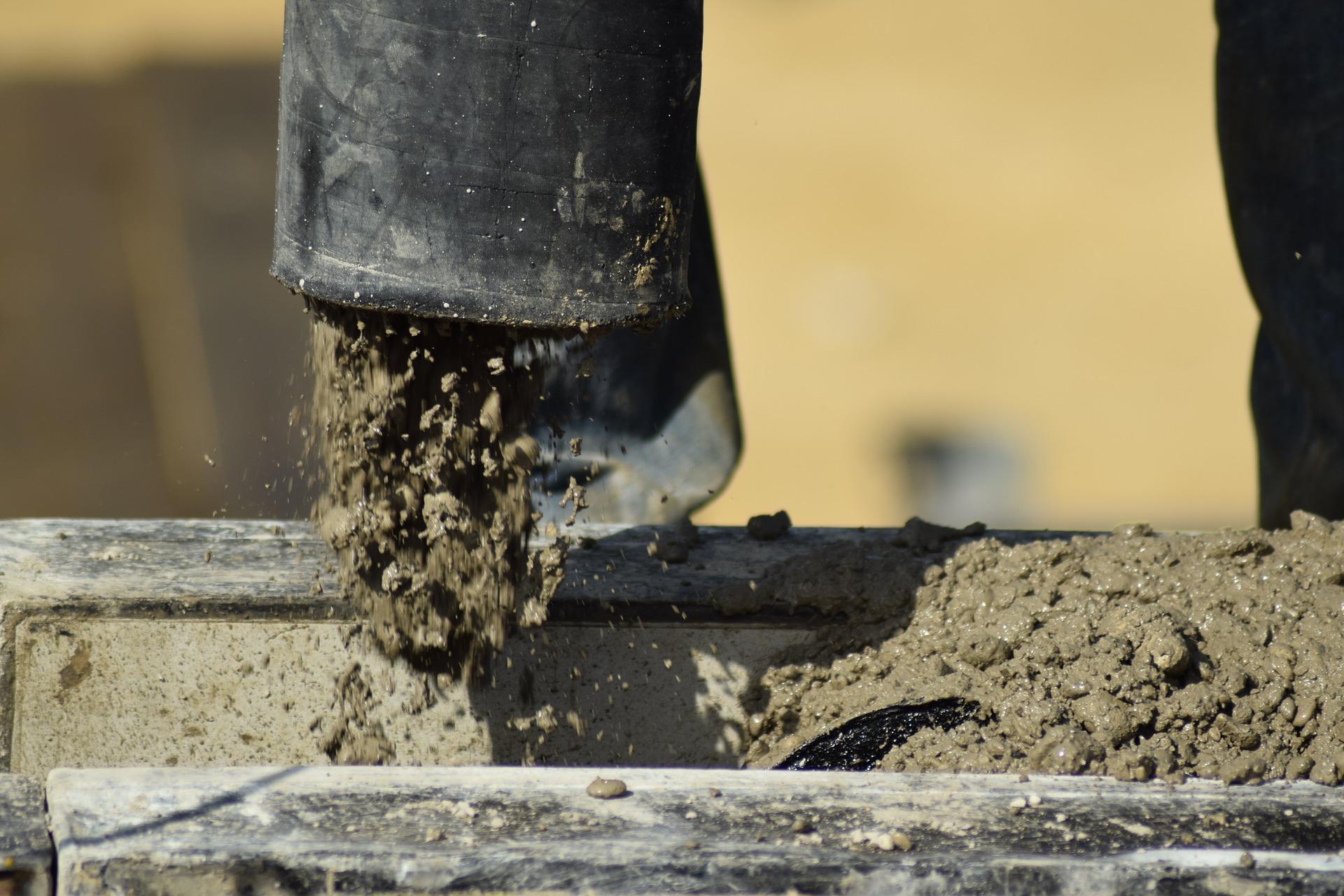 Как укладывать бетонную стяжку на грунт в частном доме