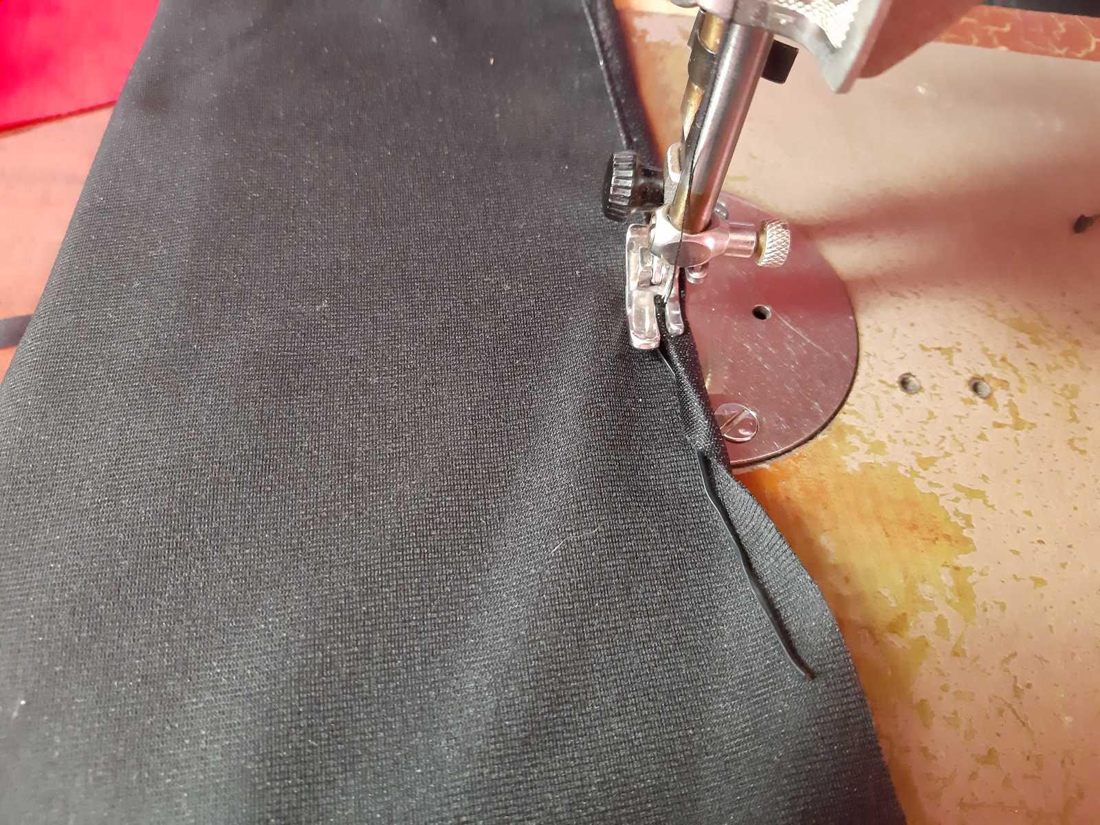 Как сшить защитную маску из лоскута ткани
