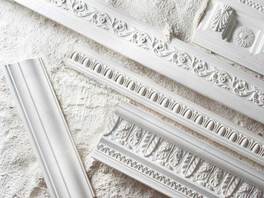 Как самостоятельно закрепить декоративную лепнину на потолке