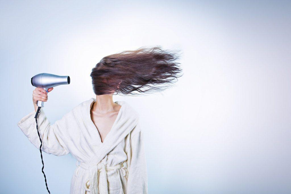 Как скрыть первый седой волос