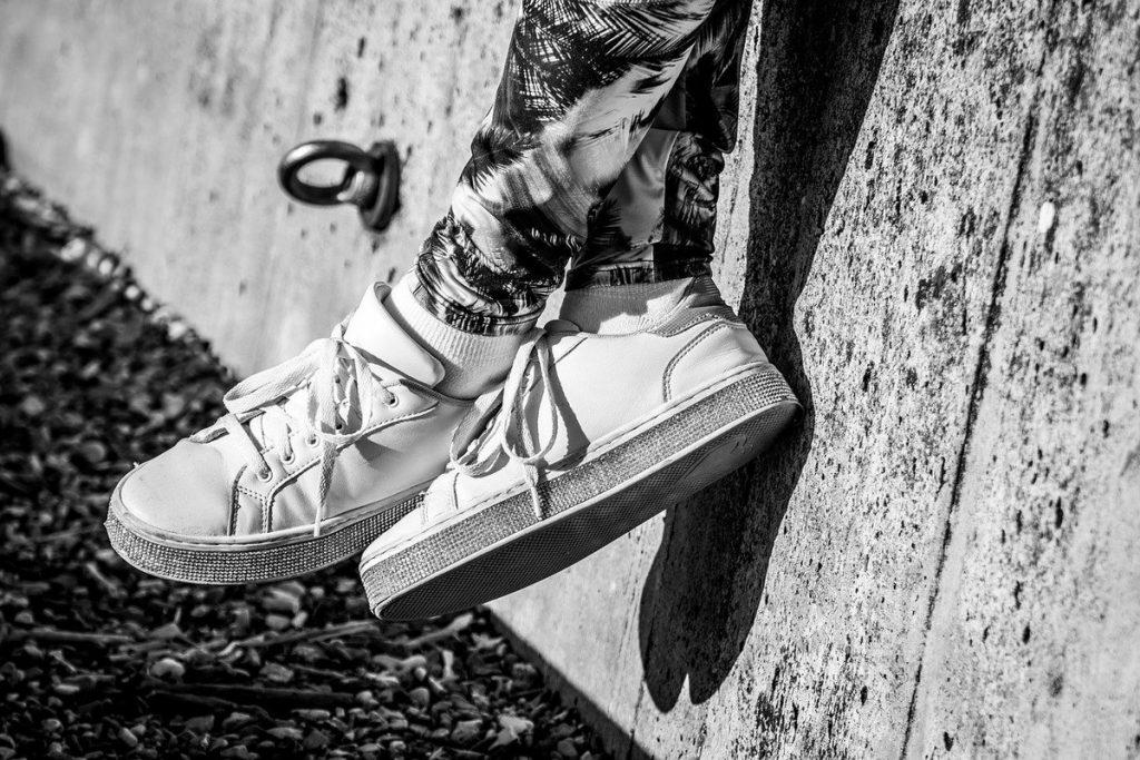 Как выбрать белую краску для обуви Salton: обзор характеристик